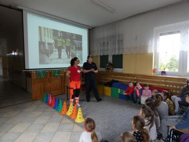 policjantka i ratownik